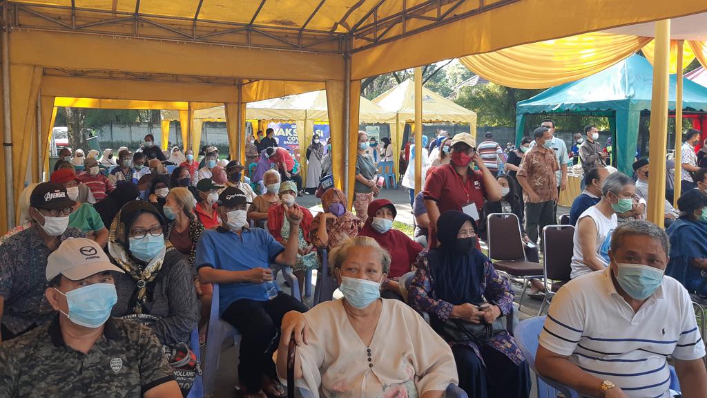 ruang tunggu Vaksinasi Lansia di Waterpark CitraIndah City Jonggol