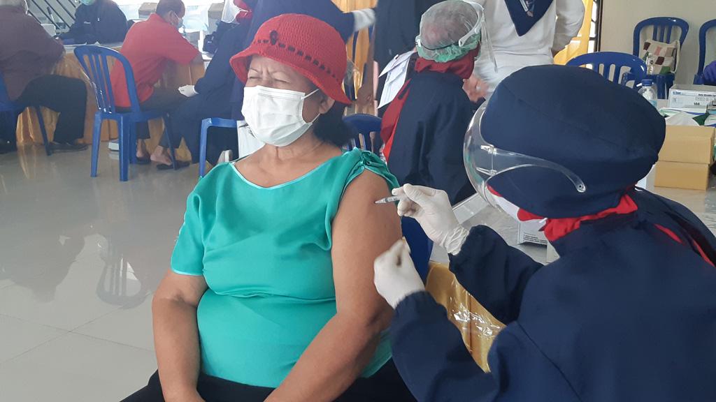Vaksinasi Lansia di Waterpark CitraIndah City Jonggol